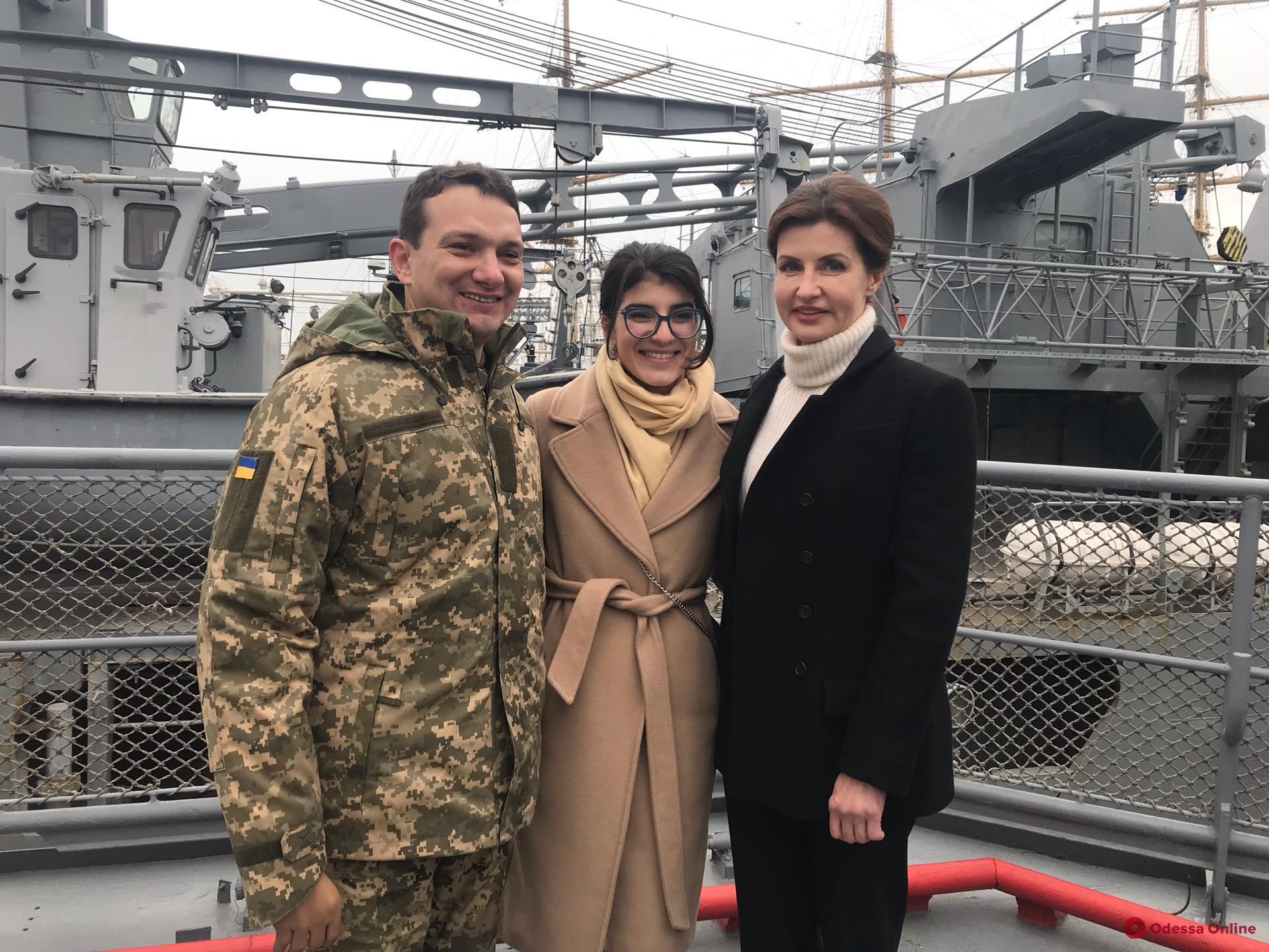 В Одессе Марине Порошенко передали письма для пленных военных моряков