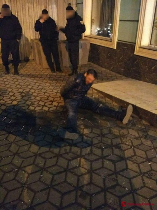 В Одессе неадекват разгромил номер в гостинице и выпрыгнул с 3-го этажа