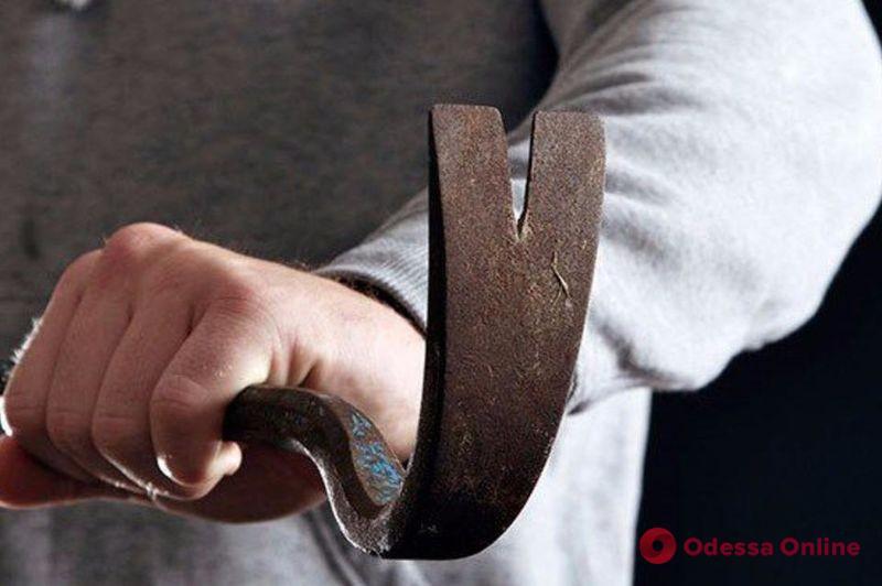 Ударил бригадира монтировкой по голове: житель Одесской области получил условный срок