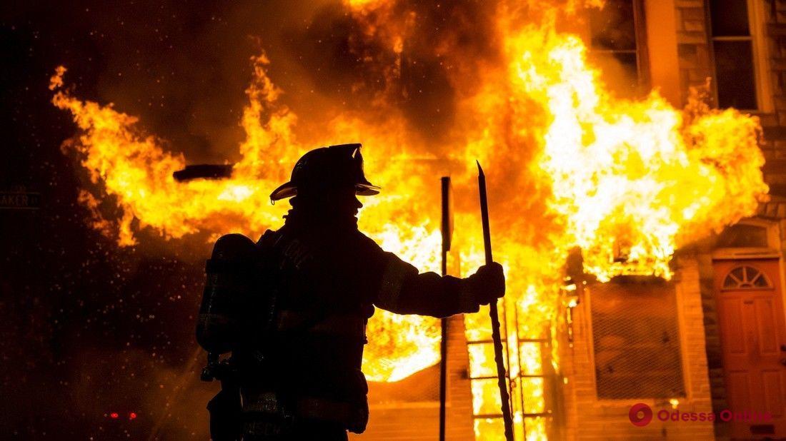 В Одесской области три часа тушили огонь в бане