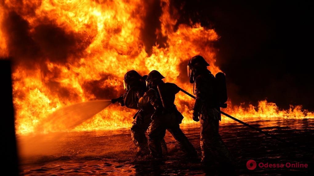 В Одесской области горел автомагазин