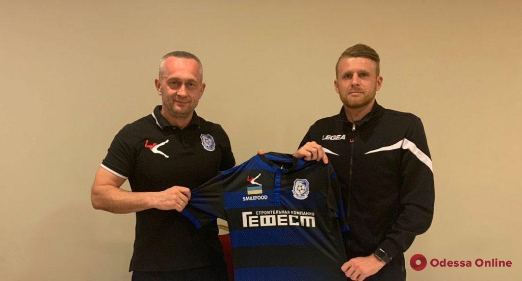 «Черноморец» подписал контракты с двумя опытными полузащитниками
