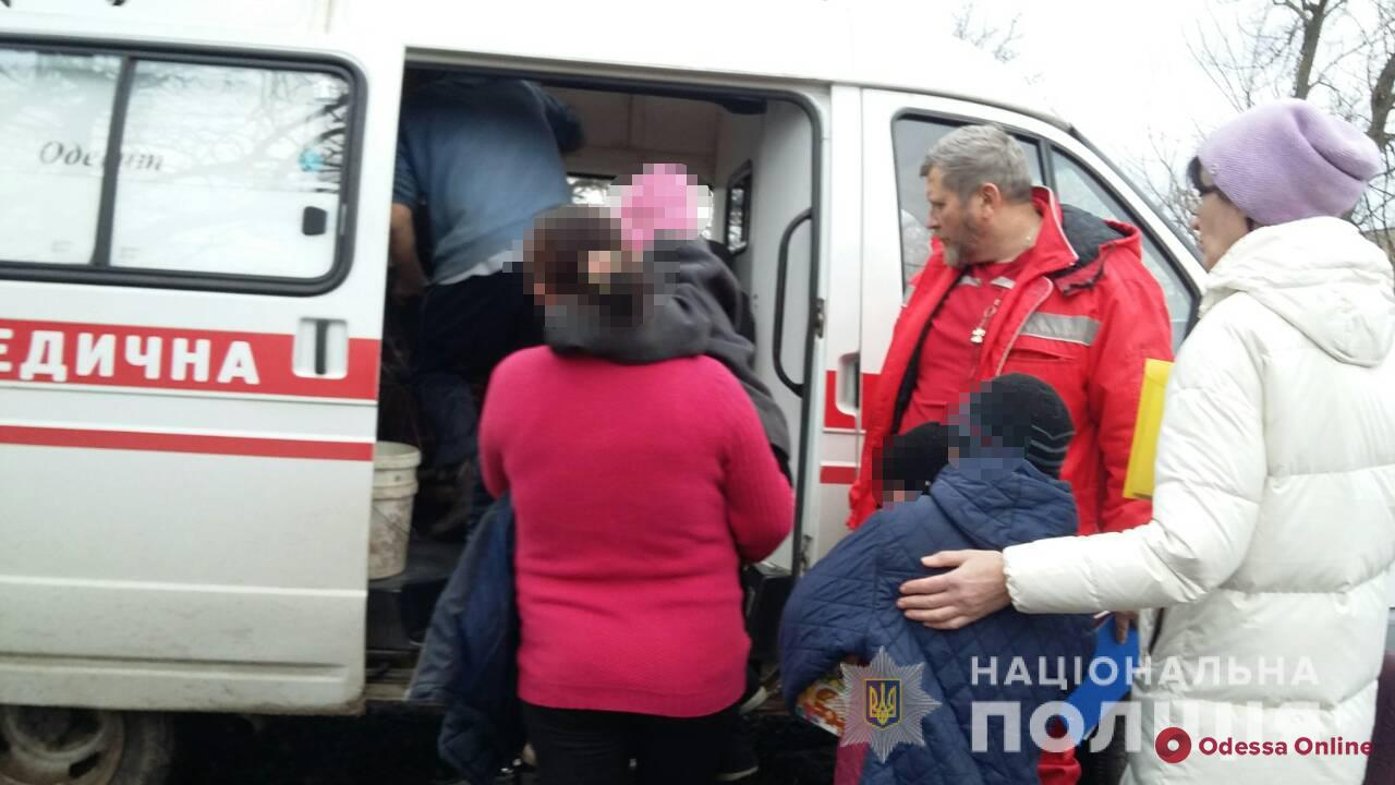 В Одесской области троих детей забрали из неблагополучных семей и отправили в больницу