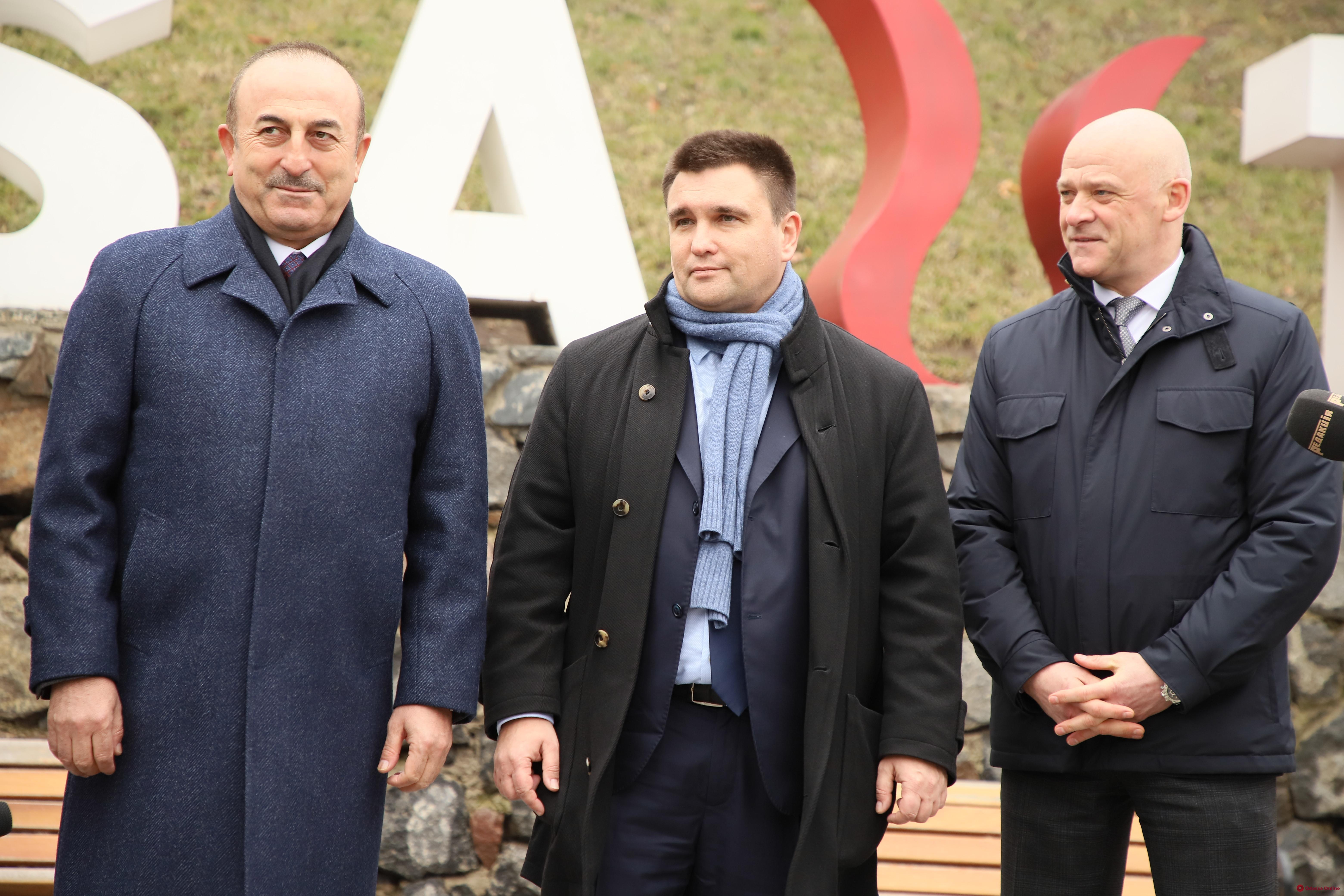 Министры иностранных дел Украины и Турции посетили Стамбульский парк