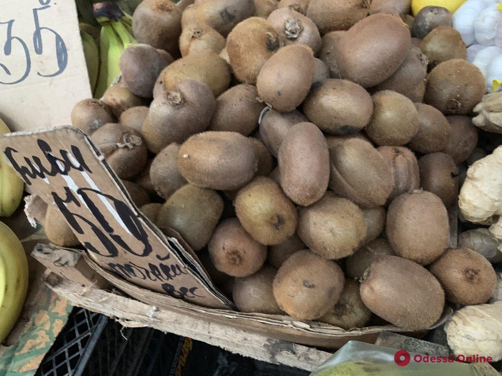 Яблоки, мандарины и редис: воскресные цены на одесском «Привозе»