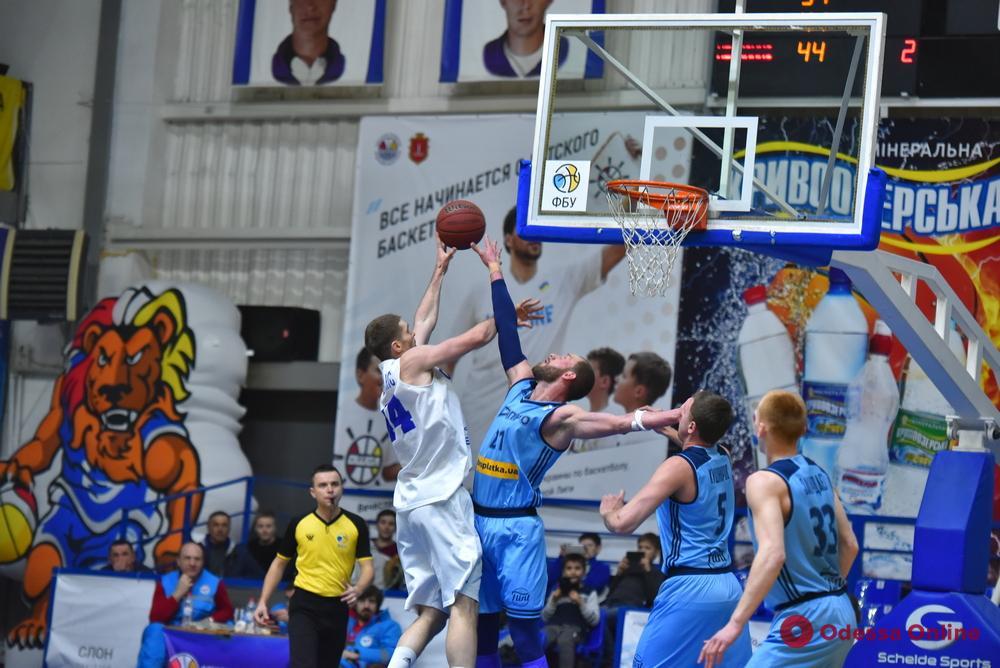 Баскетбол: «Одесса» проиграла одному из лидеров, «Химик» сенсационно уступил аутсайдеру