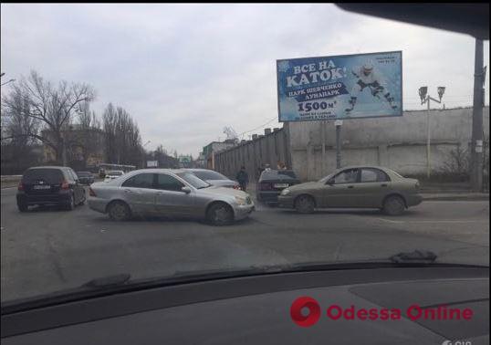 Одесса: на Люстдорфской дороге образовалась «глухая» пробка
