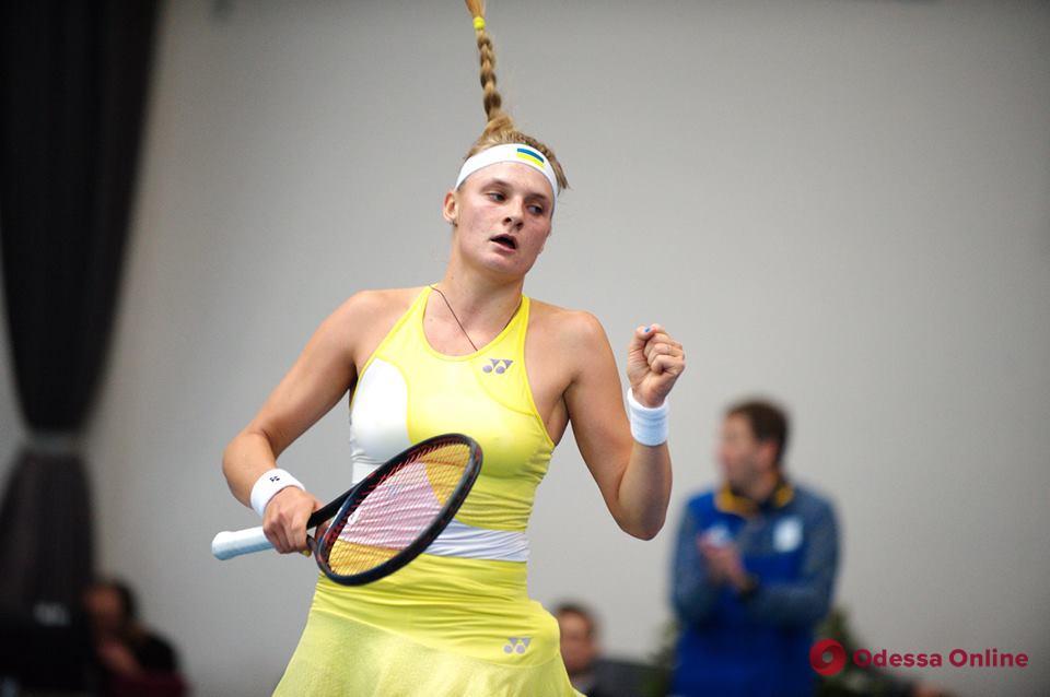 Теннис: юная одесситка разгромила россиянку в США