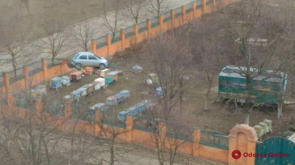 В Одесской области автоледи протаранила забор храма