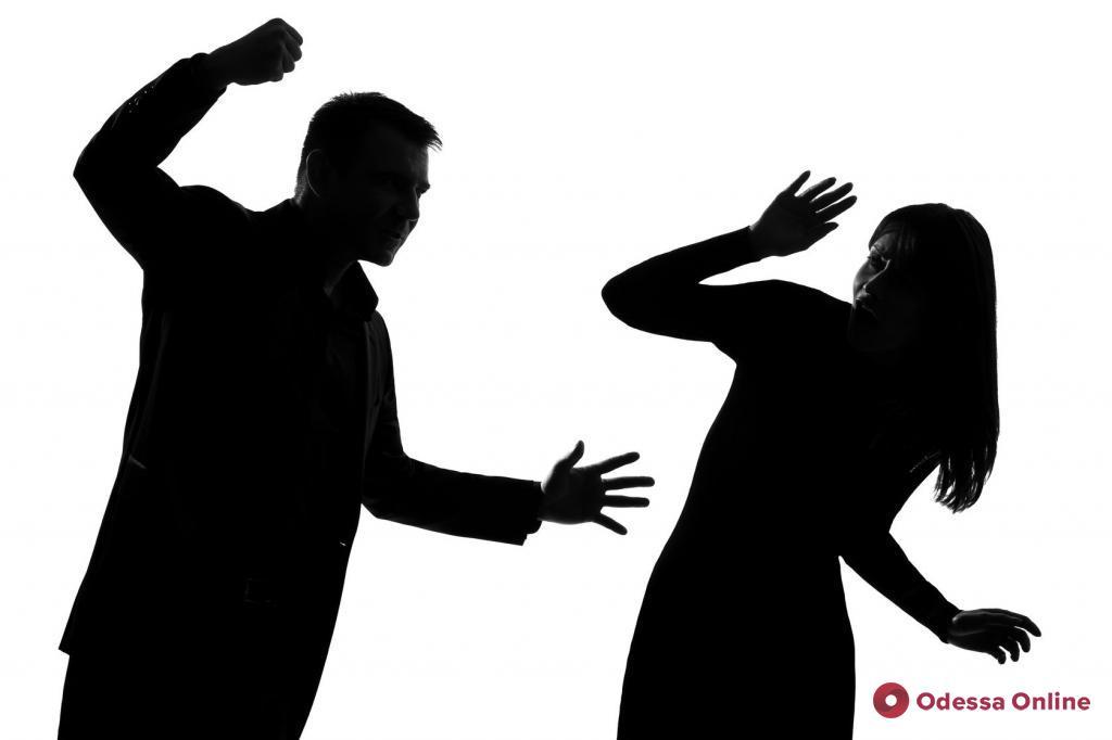 Оскорблял и бил жену: в Овидиополе арестовали домашнего тирана