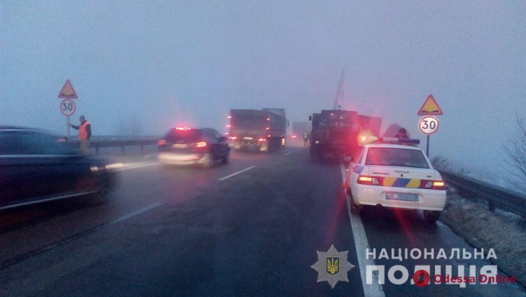 Из-за тумана и разбитой дороги на трассе Киев — Одесса произошли шесть ДТП