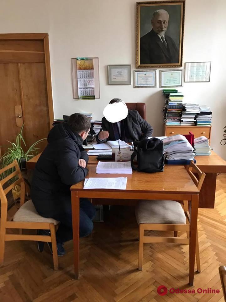 Махинации с землей: в Одесской области задержали руководителей одного из научных центров