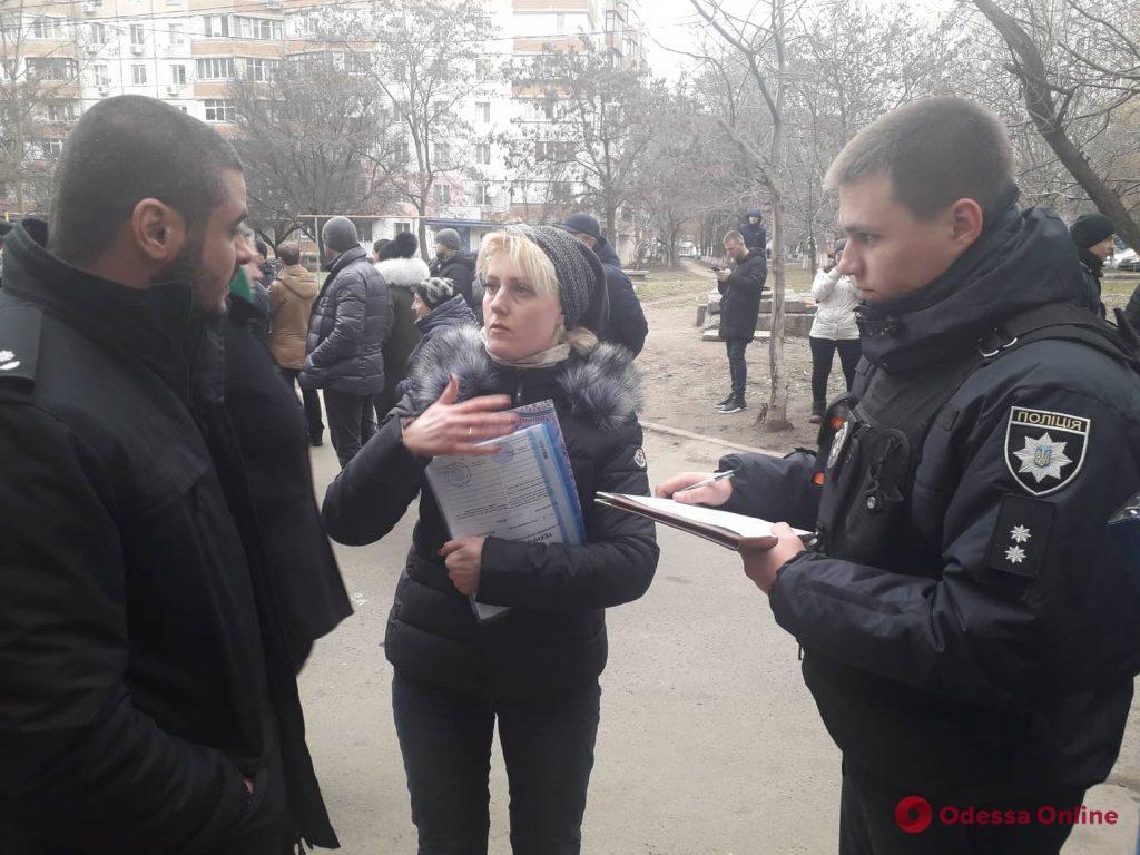 Жители одесской высотки протестуют против «наливайки» в их доме