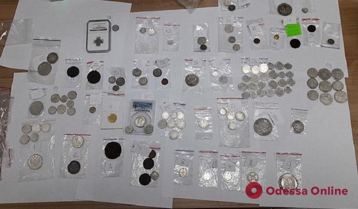 В автобусе «Одесса—Кишинев» иностранец перевозил старинные монеты
