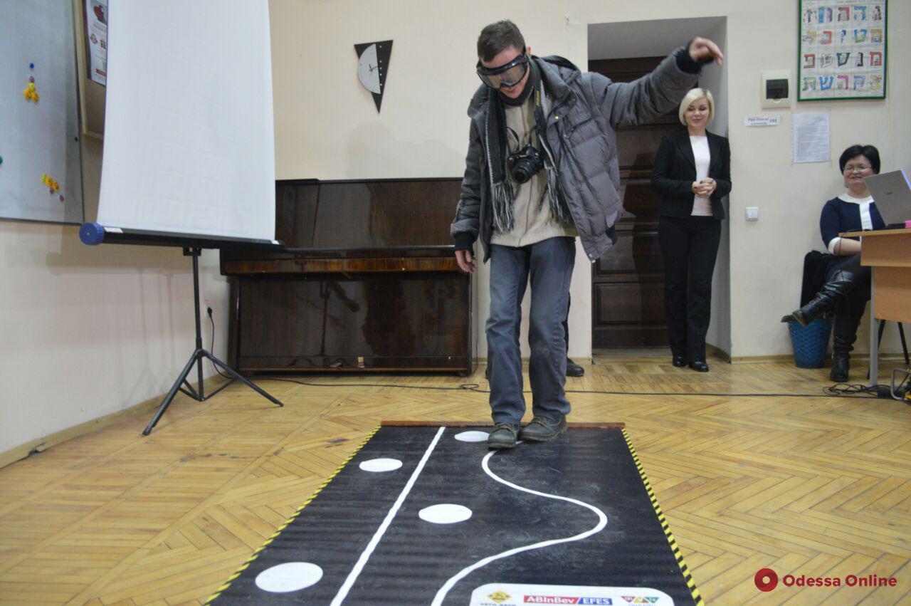 Сквозь «пьяные очки»: одесские студенты ощутили себя в роли нетрезвых водителей