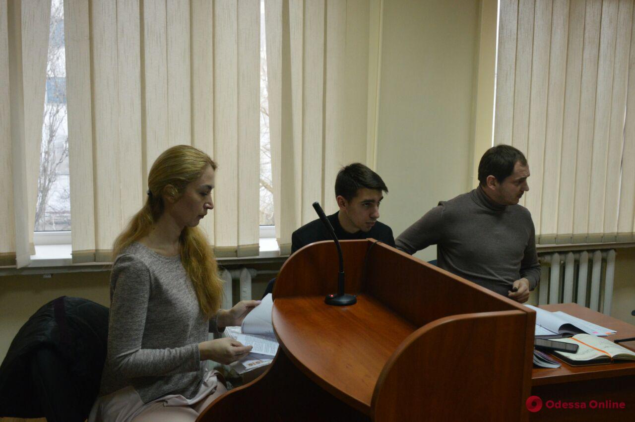 Дело одесских пятерняшек: судебное заседание перенесли из-за неявки адвоката отца-должника