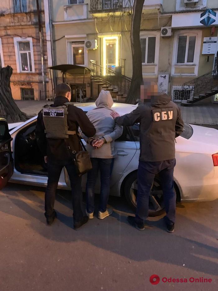 Зарабатывал на еврономерах: в Одессе будут судить таможенника-взяточника