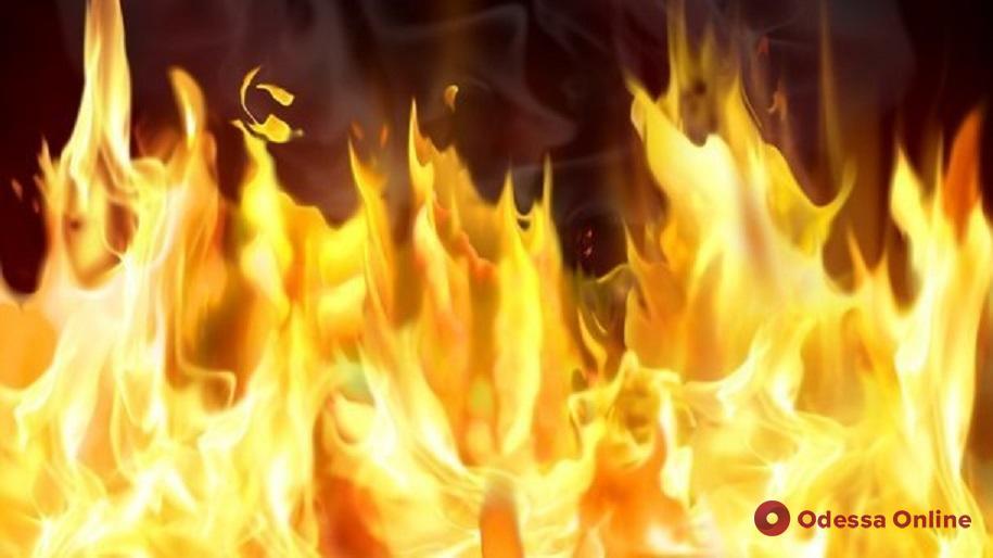 На Таирова горел жилой дом