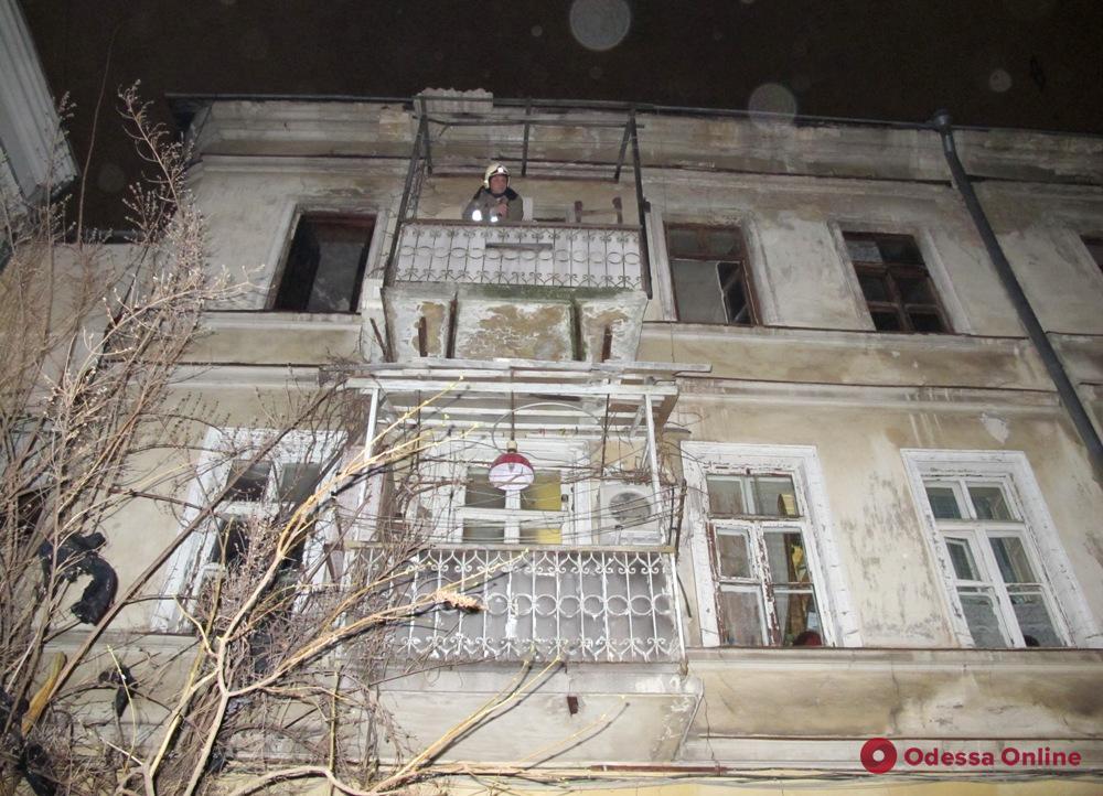 В заваленной вещами квартире в центре Одессы произошло возгорание