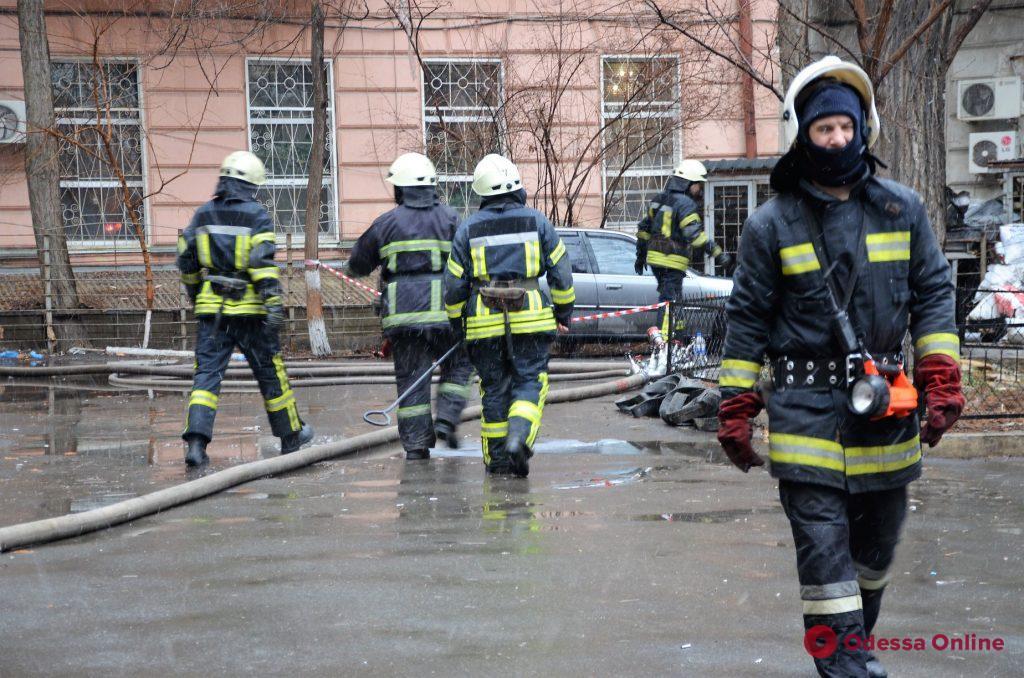 Одесса: владельцы пострадавших в утреннем пожаре квартир получат помощь