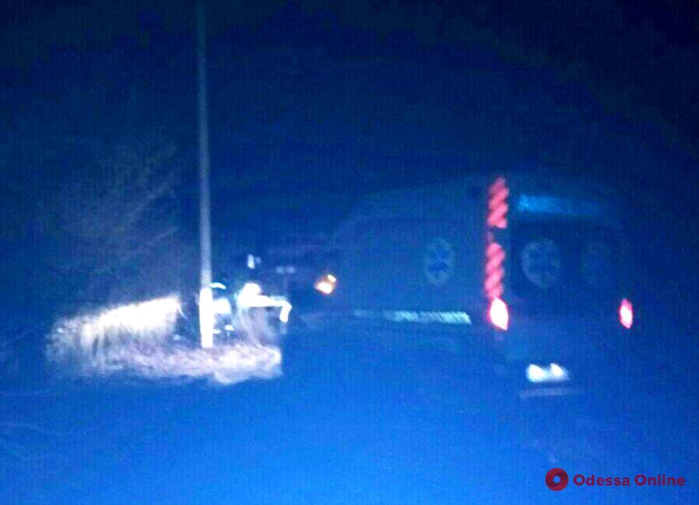 В Одесской области спасатели вытащили застрявшую в грязи машину скорой помощи