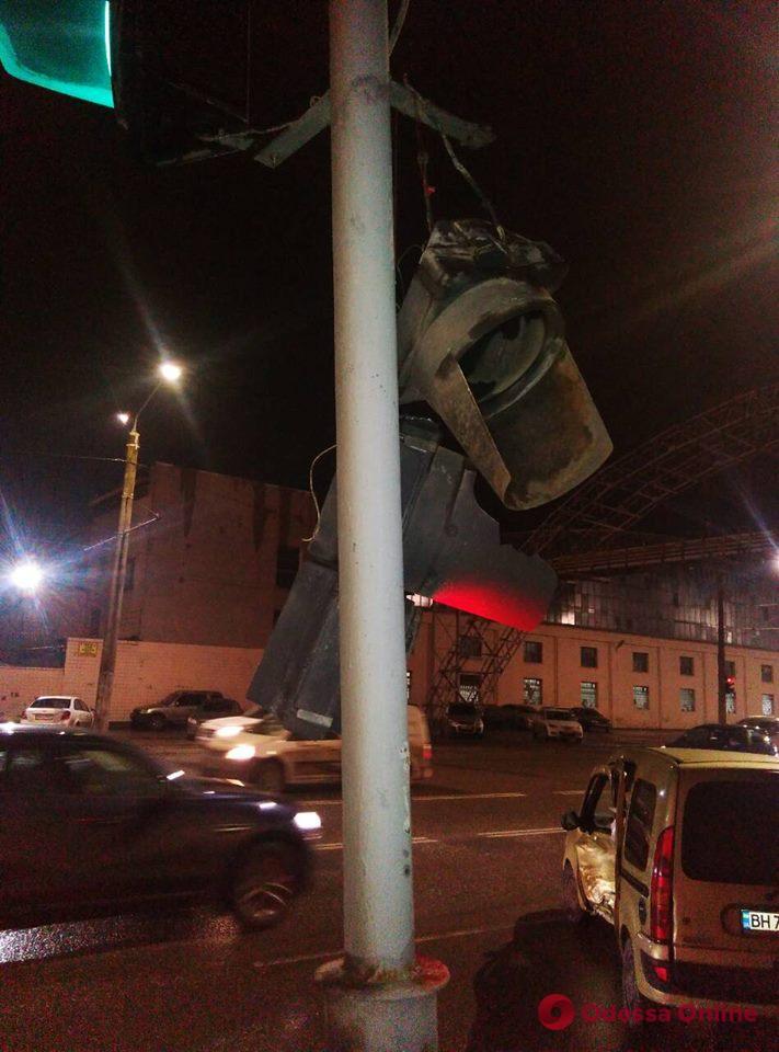 На Николаевской дороге из-за ДТП поврежден светофор