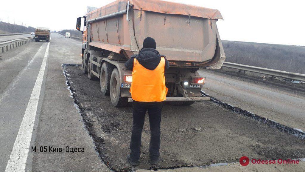 В Одесской области продолжается ямочный ремонт международных дорог