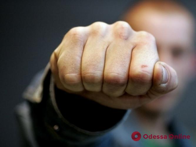 Жестоко избил за отказ прикурить: в Одессе накажут 15-летнего подростка