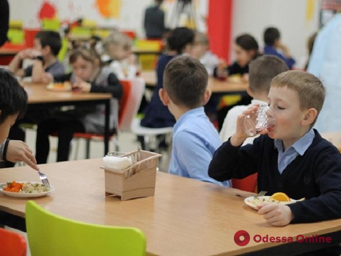 Еще в одной одесской школе появится «шведский стол»