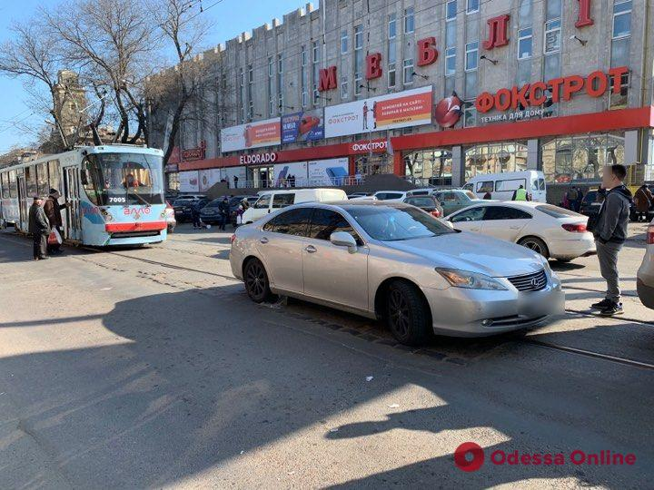 ДТП в центре Одессы заблокировало движение трамваев
