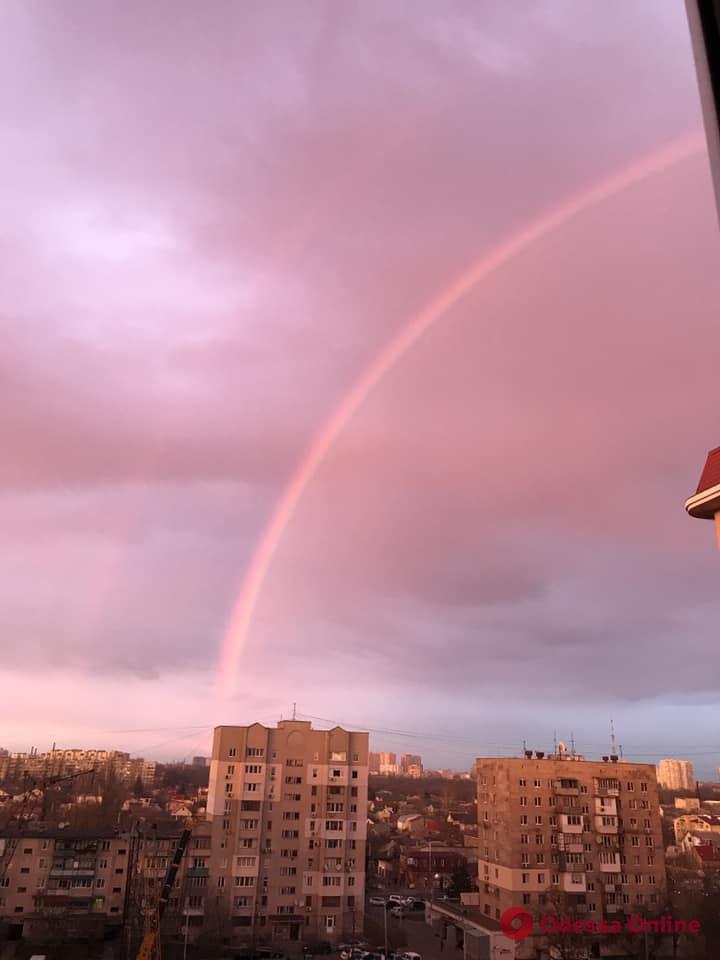 Сегодня вечером жители Одессы наблюдали красивое явление (фоторепортаж)