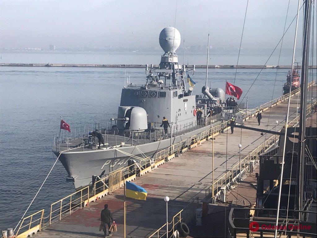 В Одесский порт зашли два военных судна (обновлено)
