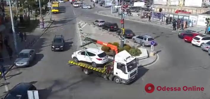 Автохам заблокировал движение трамваев в Аркадии