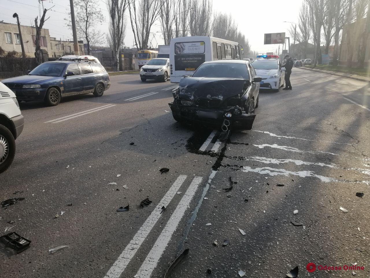На Николаевской дороге столкнулись Toyota и BMW