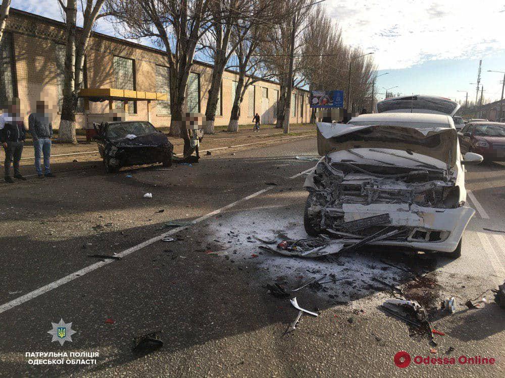 В Одессе произошло тройное ДТП — есть пострадавший