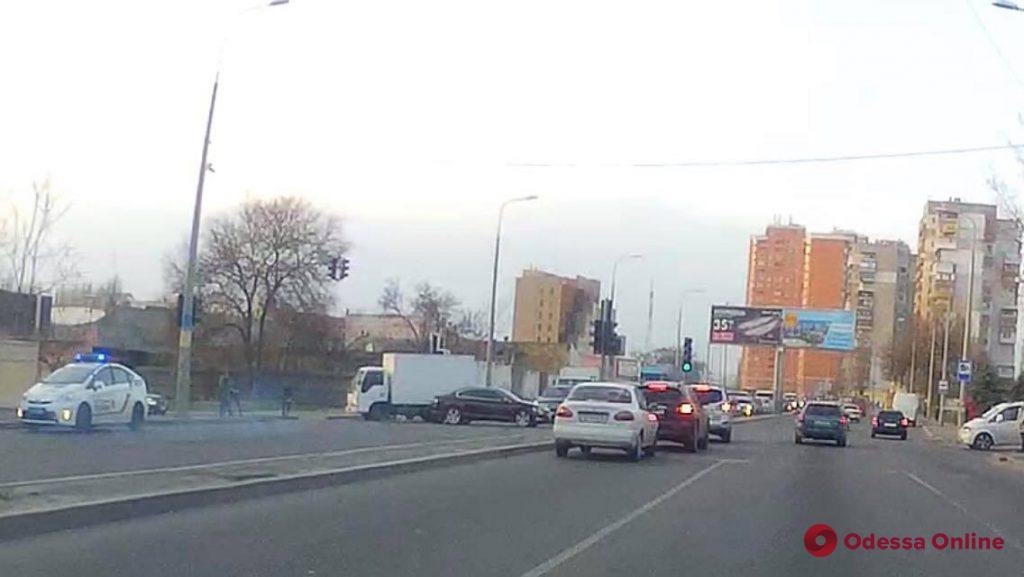 На Балковской столкнулись грузовик и легковушка — образовалась большая пробка
