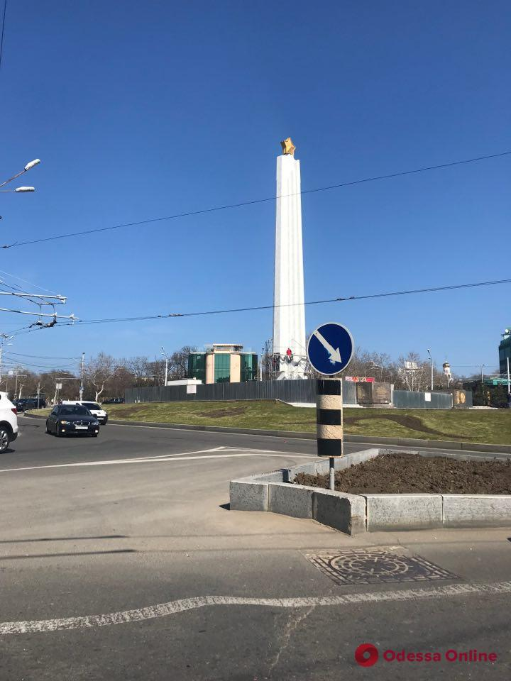 Одесса: капремонт обелиска «Крылья Победы» подходит к концу