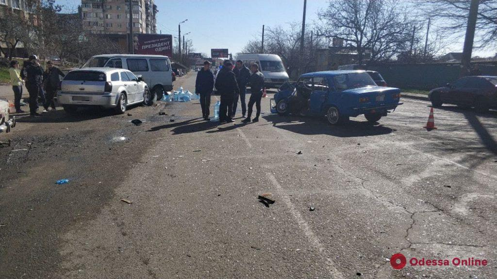 Утром на Таирова произошло ДТП при участии пяти машин