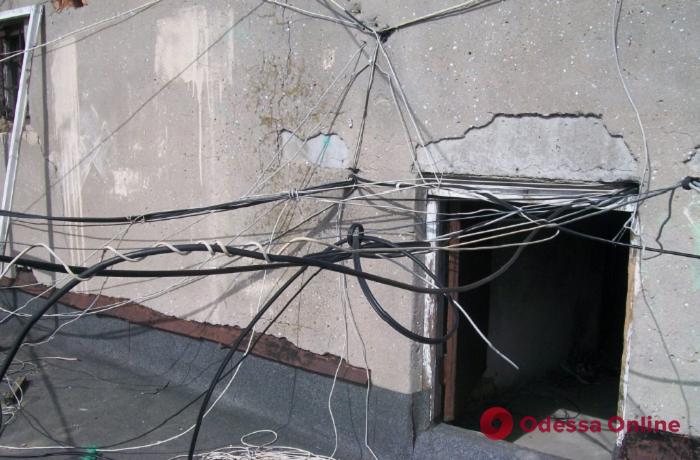В центре Одессы с фасадов зданий уберут кабельные сети