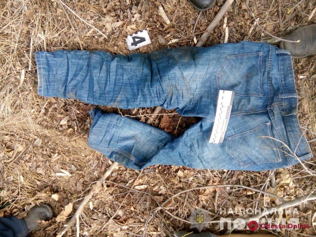 Полиция устанавливает личность найденного в Тарутинском районе погибшего мужчины