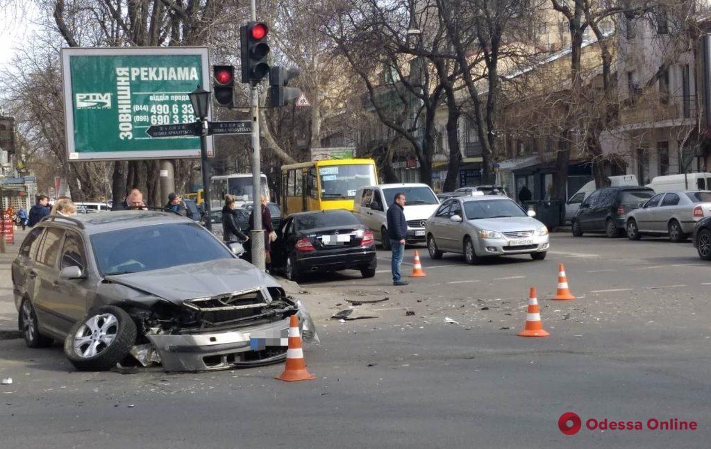 На Екатерининской произошло серьезное ДТП (обновлено)
