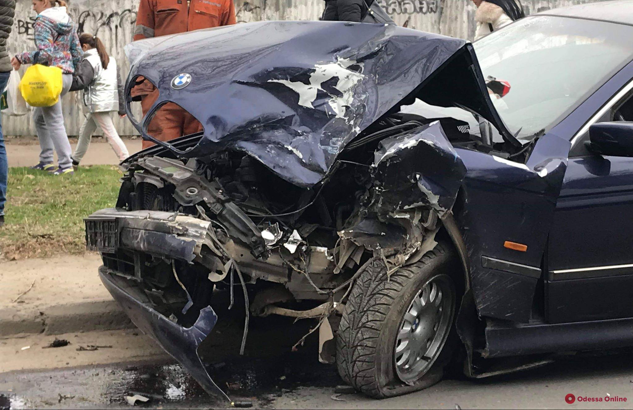 На Таирова столкнулись BMW и Toyota