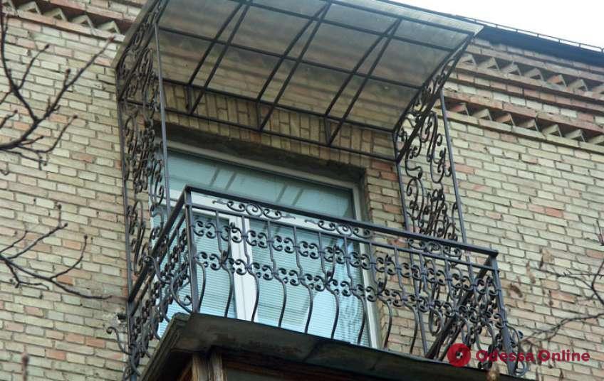 В Одессе с балкона выкинули иностранца