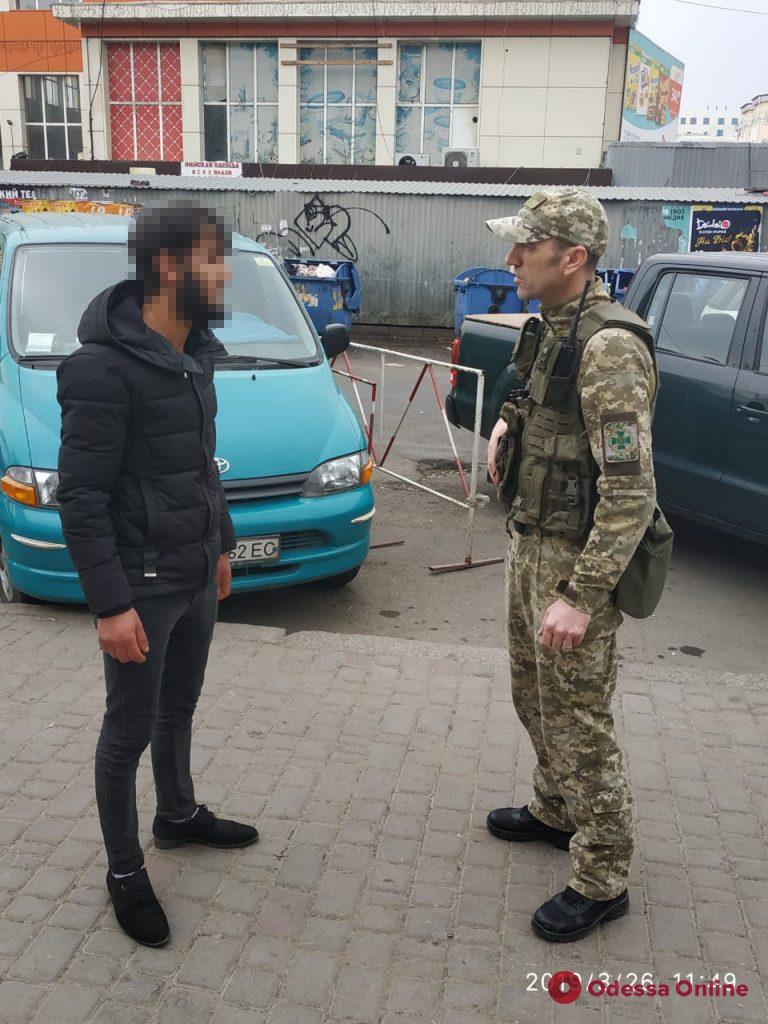 Из Одессы выдворили пятерых нелегалов