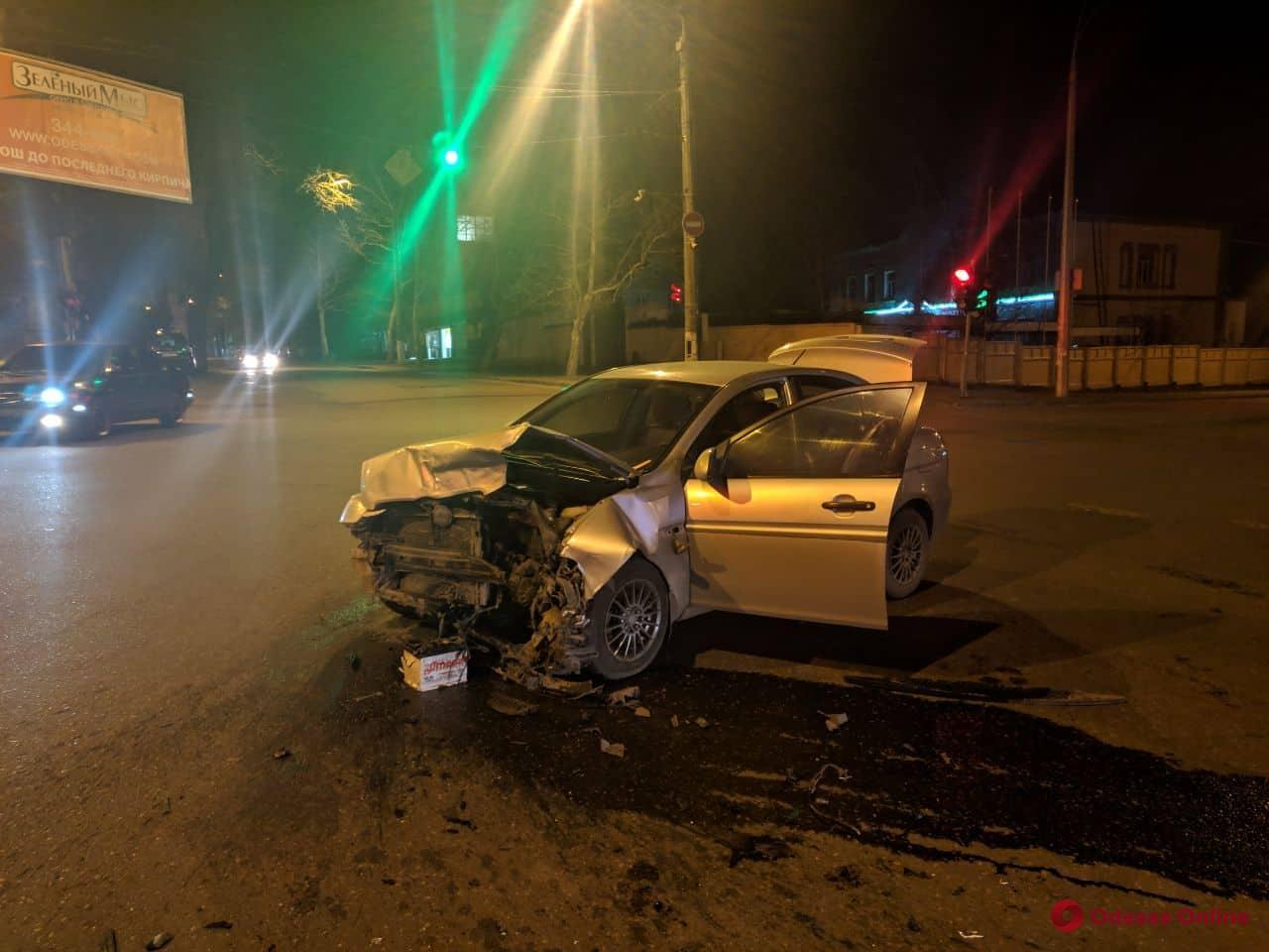 На Молдаванке столкнулись Hyundai и Volkswagen — есть пострадавший