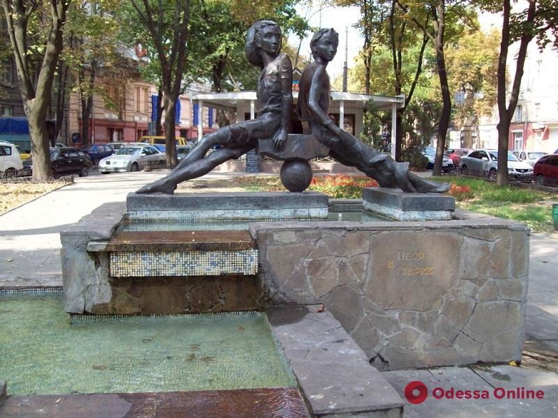 В центре Одессы капитально ремонтируют знаменитый фонтан