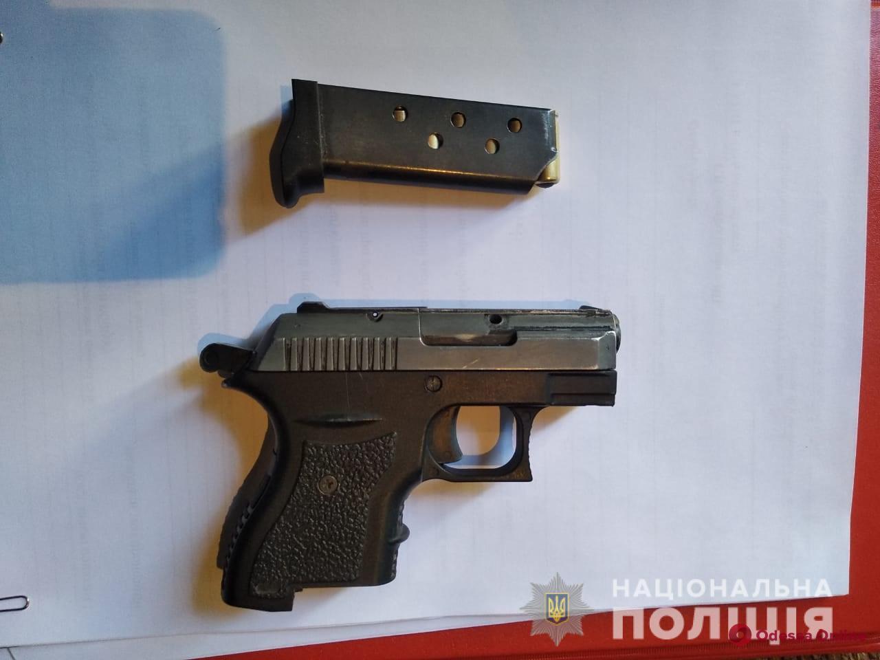 У жителей Одесской области нашли боеприпасы, оружие и наркотики