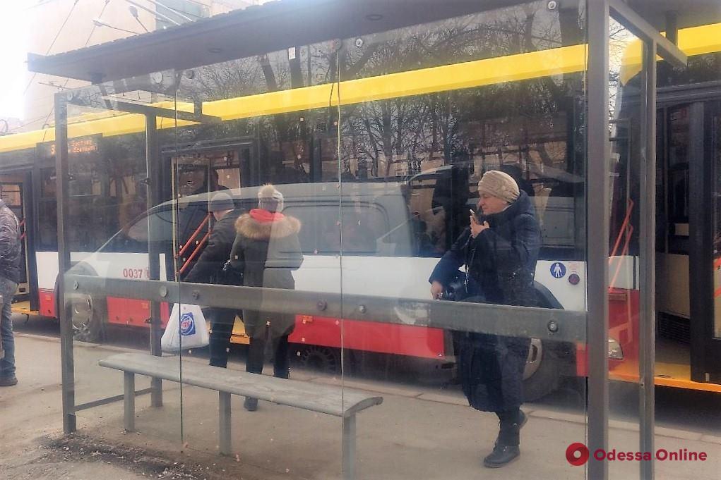 В Одессе продолжается ремонт остановок