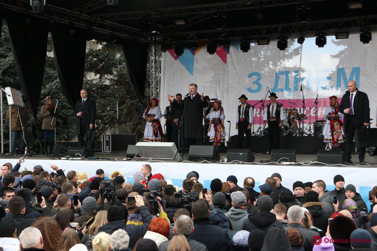 Президент посетил ярмарку в честь дня рождения Одесской области