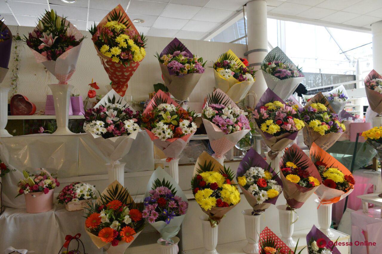 Оригинальные букеты к 8 марта хабаровск, девушек спины цветов